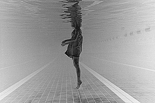 bubbles-drowning-girl-pretty-underwater-Favim.com-206295